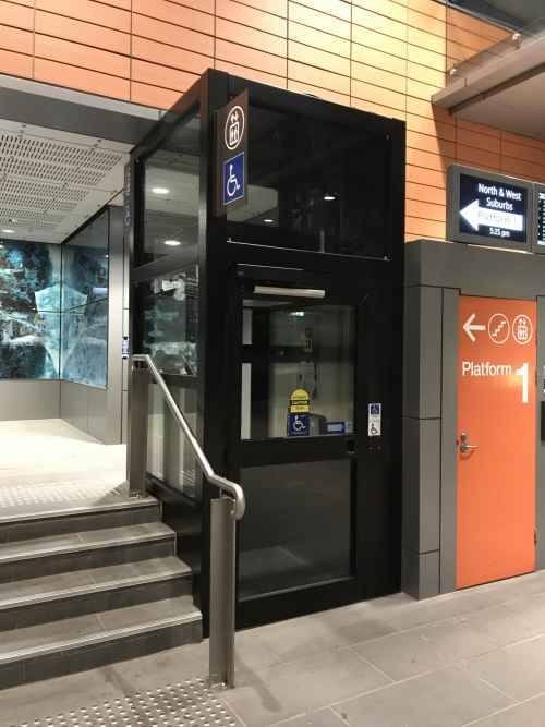 Easy Move Passenger Lift in train station